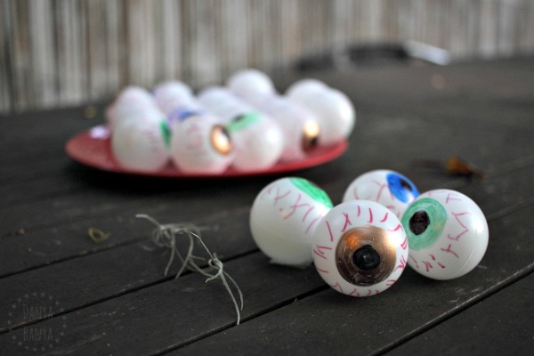 Bloodshot eyeball craft, great for a spooky themed party or Halloween