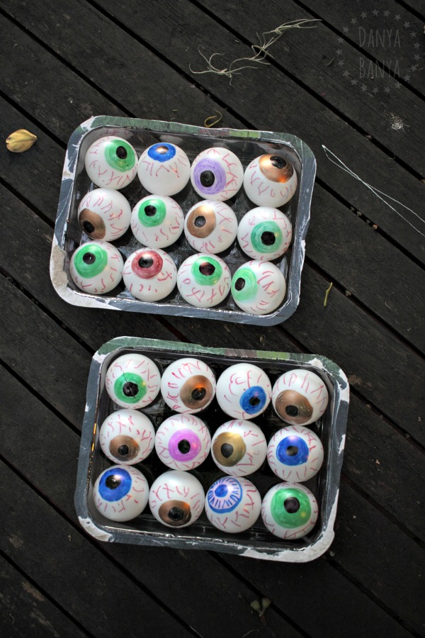 Easy DIY bloodshot eyeballs craft using table tennis (ping pong) balls
