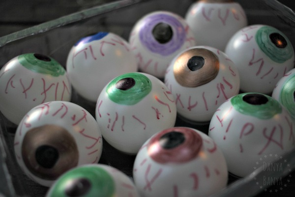 How to make bloodshot eyeballs