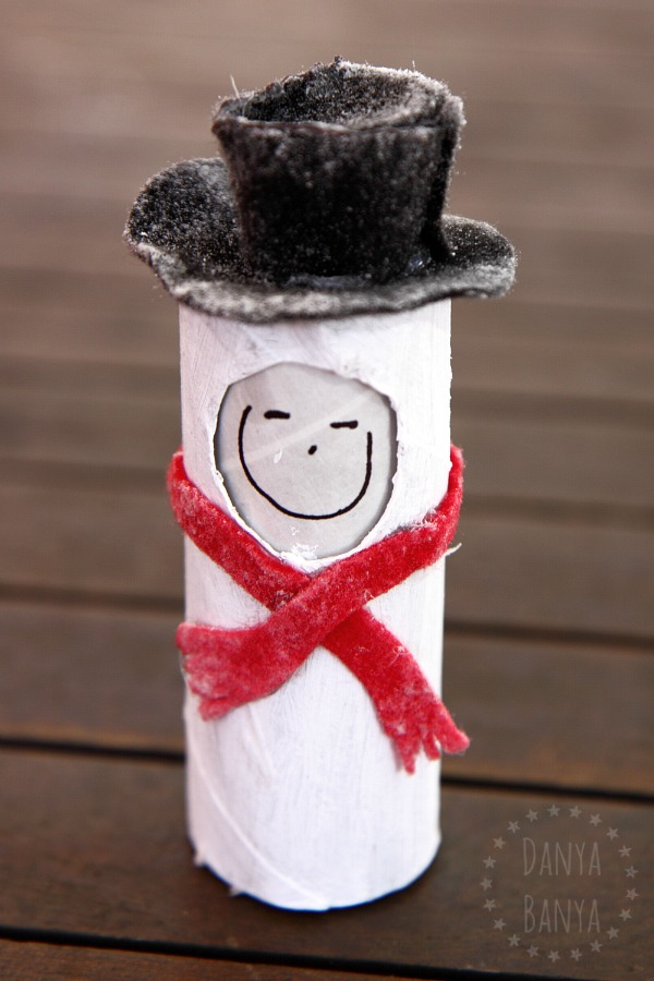 Frosty the snowman toilet paper roll doll with changeable facial expression to encourage emotional imaginative play. Great for Christmas or winter.