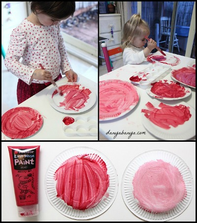 Toddler and preschoolers can paint paper plate roses