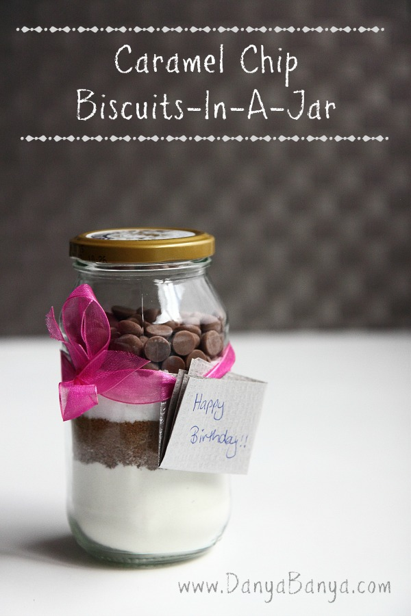 Caramel Chip Biscuits-In-A-Jar. Totally doable last minute gift idea
