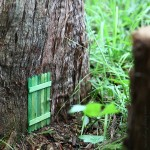 An invitation to the fairies: DIY Fairy Door