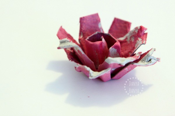 Side view of an egg carton rose