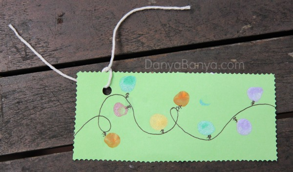 Easy DIY Christmas lights gift tags from kids fingerprints