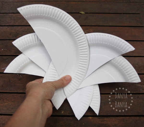 Using paper plates to make a Sydney Opera House craft