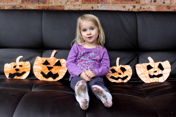 Yarn and paper plate jackolanterns for Halloween (and those socks)