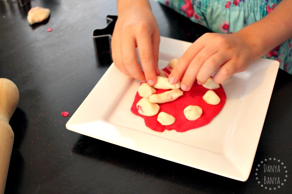 Making a clock with playdough - for playful math