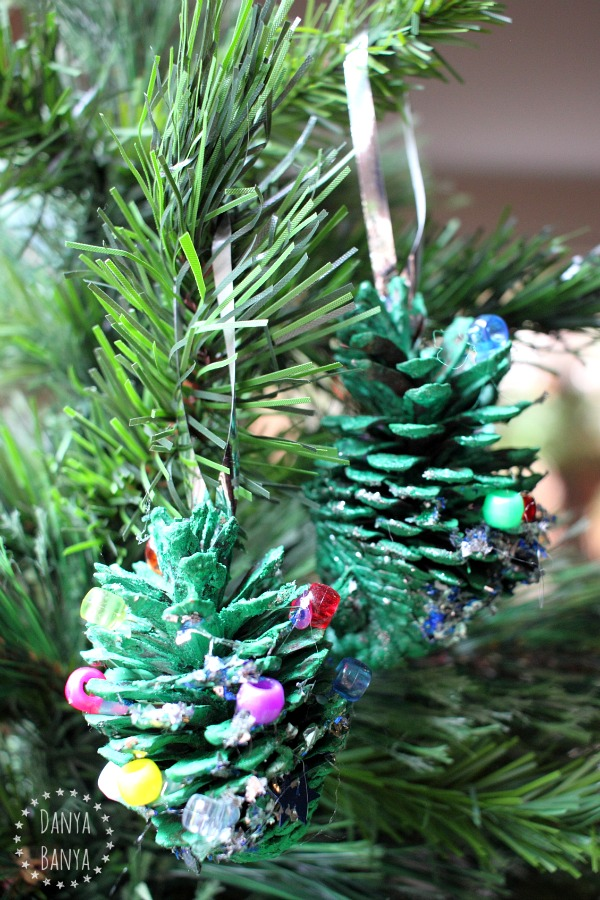 Pine cone christmas trees danya banya for Pine cone christmas tree craft