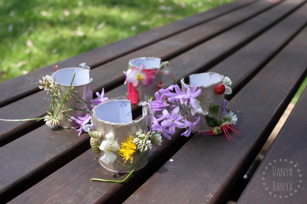 DIY Nature cuffs from environmentally friendly toilet paper rolls and flowers