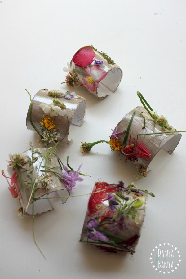 Flower nature cuffs made from environmentally friendly toilet paper rolls