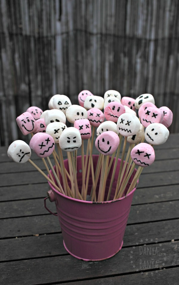 Spooky Marshmallow Faces - perfect as a Halloween themed party food treat