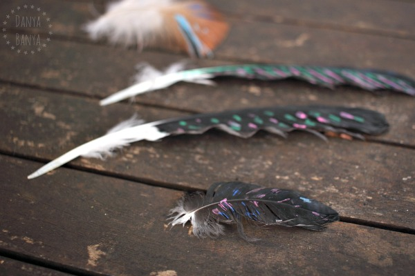 Painting on feathers