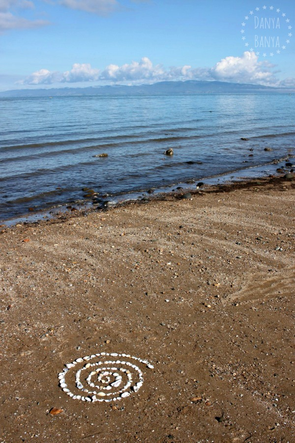 Easy land art idea for a trip to the beach - make a shell spiral