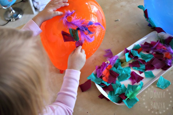 Creating balloon art