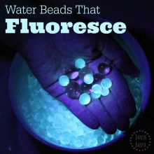 Water beads that fluoresce