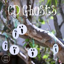Halloween decoration idea: upcycled CD Ghosts